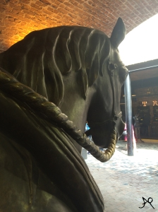 Horse statue Stable Markets
